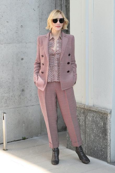 Cate Blanchett na přehlídce Giorgio Armani jaro - léto 2018 v Miláně, září 2017
