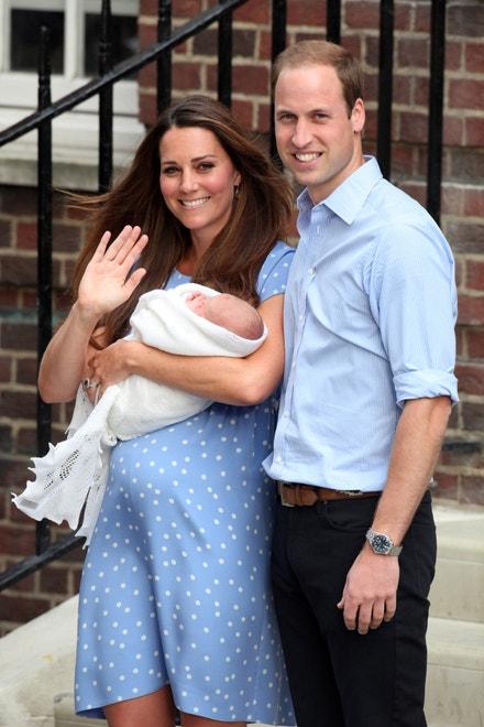 Princ William s vévodkyní Kate a novorozeným princem Georgem, 2013