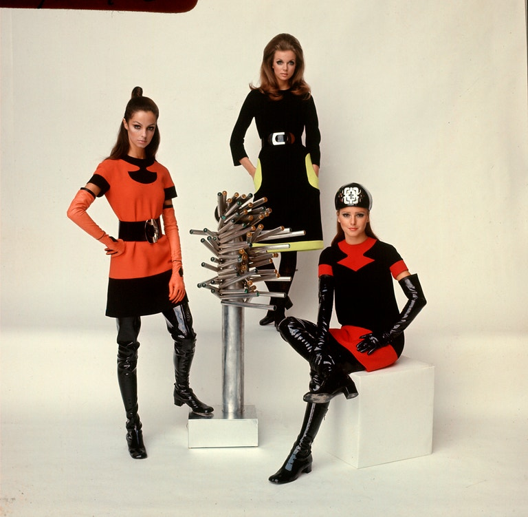 Modelky v oblečení od Pierra Cardina, 1968