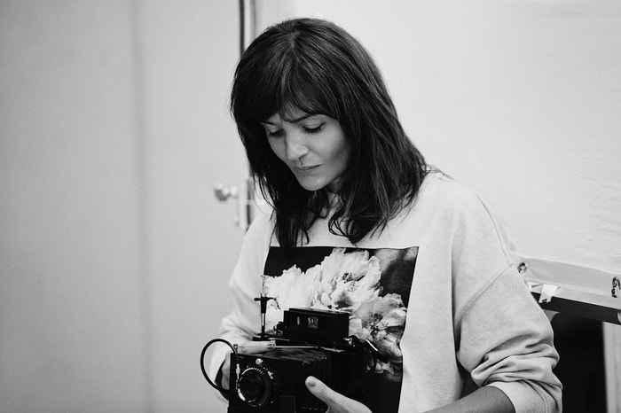 Helena Christensen v zákulisí focení kolekce pro H&M       Autor: archiv H&M