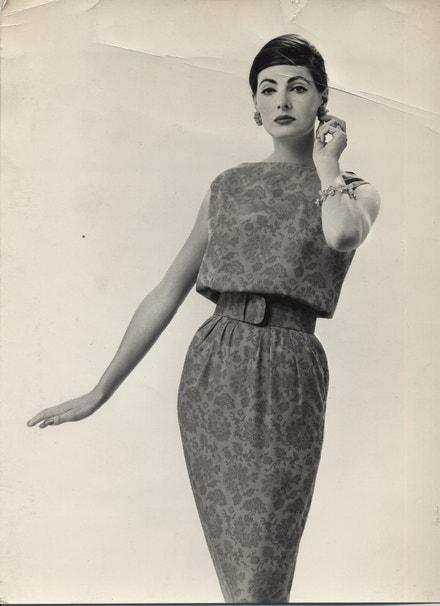 Společenské šaty - Pierre Cardin, 1957, tisk dvou odstínů červené na bavlně