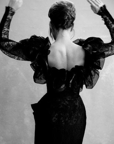 Malé černé drama. Mini šaty s maximálním efektem