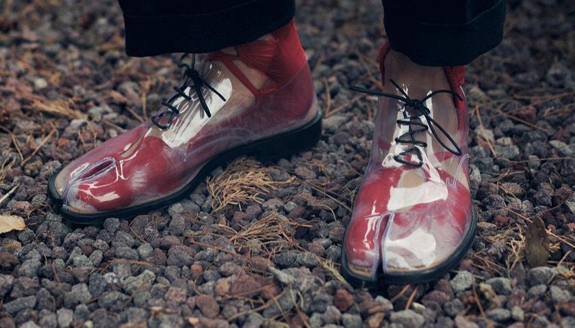 S kožou na trh: transparentné topánky roku 2021