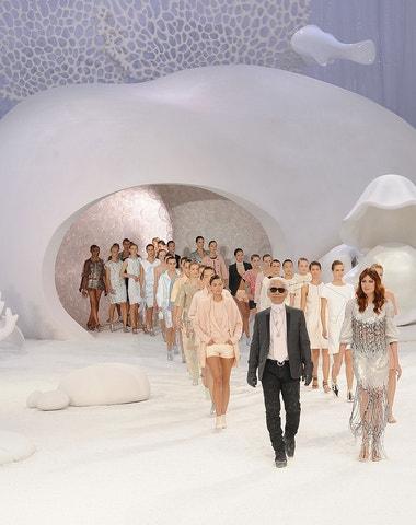 Největší showman: Karl Lagerfeld a jeho nejlepší přehlídková mola Chanel všech dob