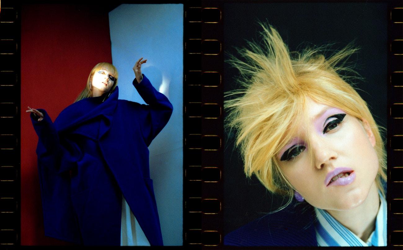 Vlevo: kabát, Michaela Luptáková; sukně, DIOR; náušnice, CHYBA.  Vpravo: košile, sako, obojí PRADA; náušnice, CHYBA.