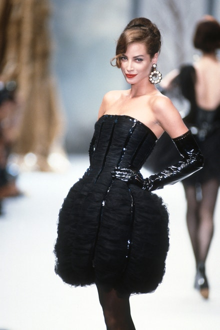 Christy Turlington, Chanel Haute Couture podzim - zima 1991/1992
