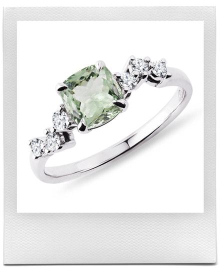 Prsten se zeleným ametystem a diamanty v bílém zlatě, KLENOTA, prodává KLENOTA, 19 900 Kč