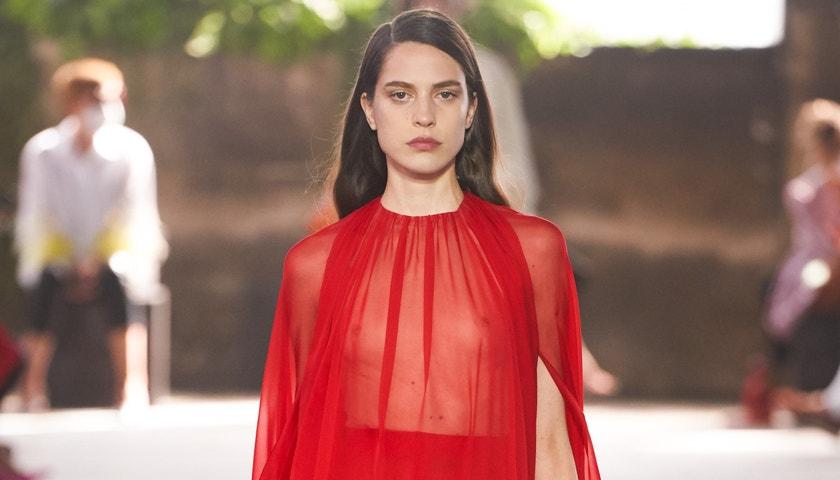 Valentino představí vlastní make-up kolekci