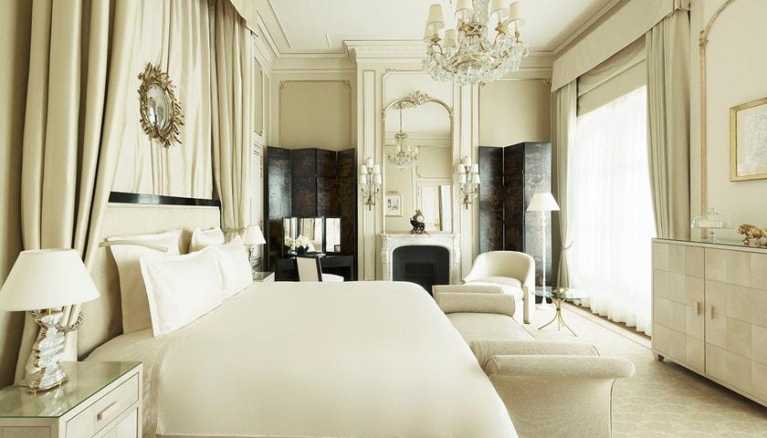 Armani, Lacroix, Lagerfeld. Top fashion hotely a rezidence