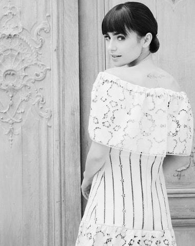 Lily Collins se vdala v šatech od Ralpha Laurena