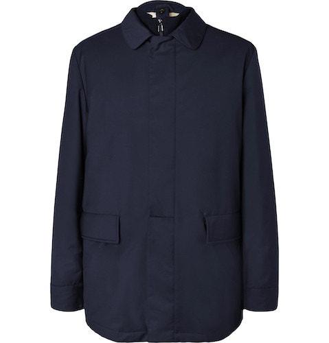 Kabát ze směsi vlny a poliamidu původně navržený pro italský jezdecký team na Olympiádu v Barceloně, LORO PIANA, prodává Mr.Porter, 3 800 €