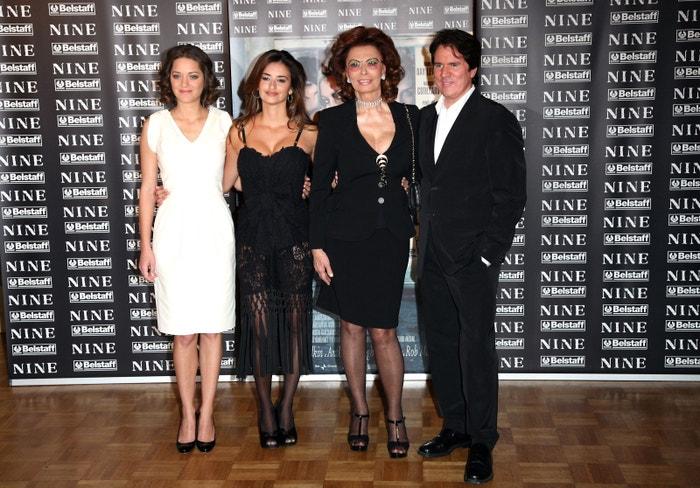 Penélope Cruz s herečkami Marion Cotillard, Sophií Loren a s režisérem Robem Marshallem na premiéře filmu Nine v Římě, 2010